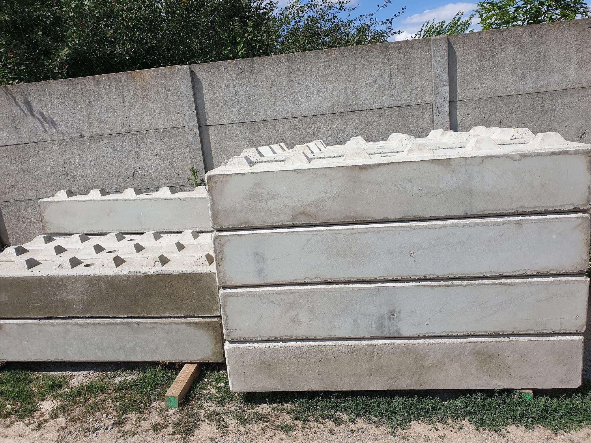 Klocki z betonu w wymiarach 30x30x180