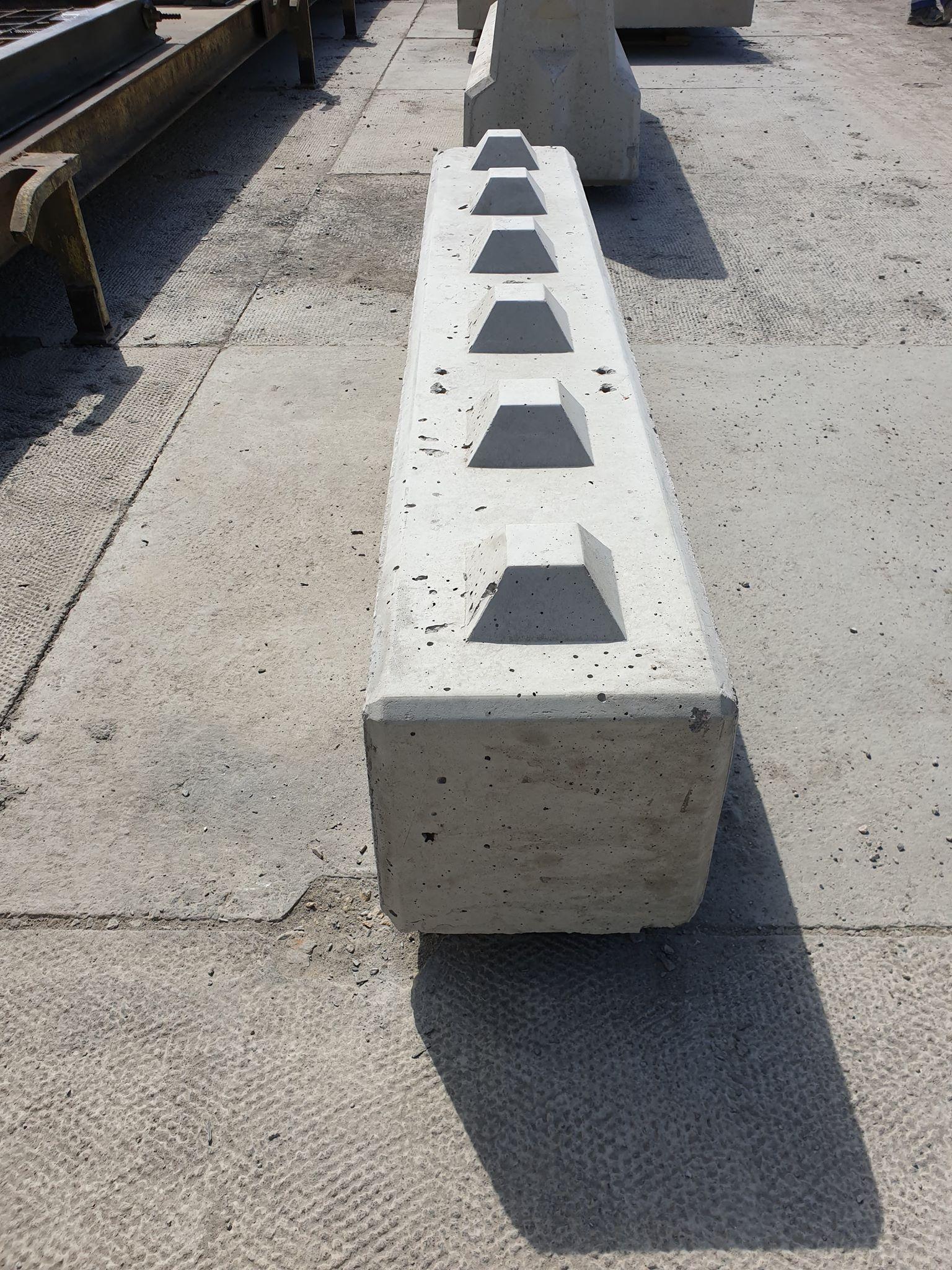 Betonblok 30x30x180