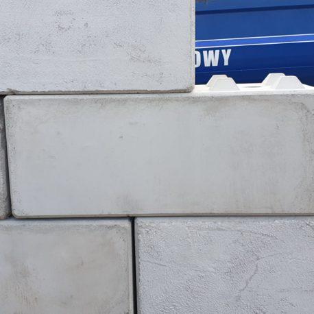 Betonbloki o wymiarach 60x60x150