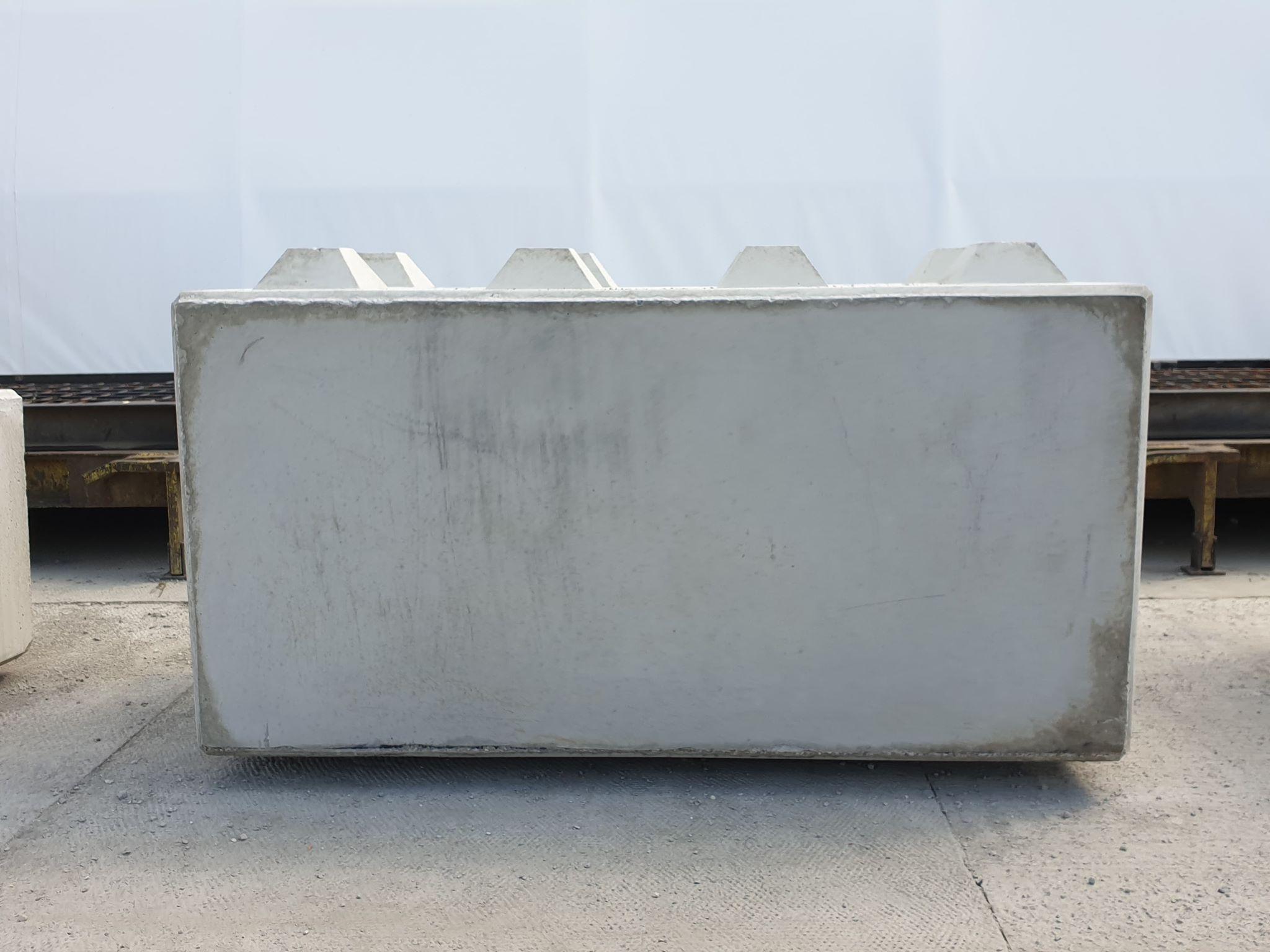 Betonblok o wymiarach 80x80x160