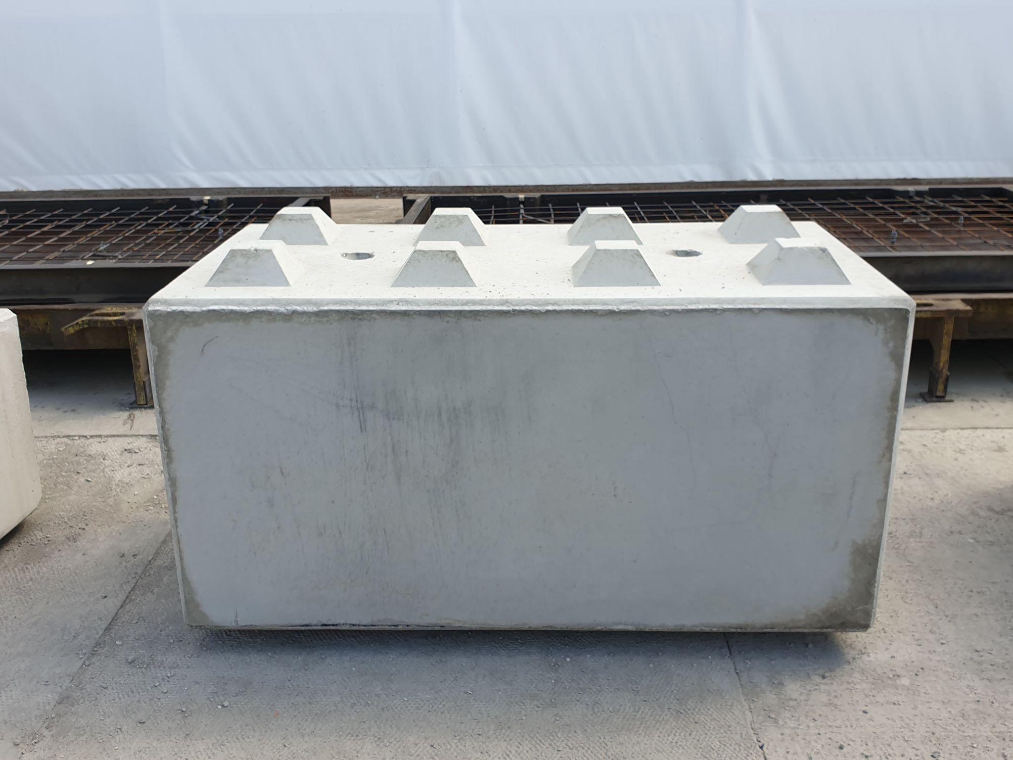 Klocki z betonu o wymiarach 80x80x160