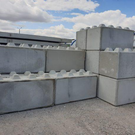 Betonbloki o wymiarach 80x80x160 i 80x80x80