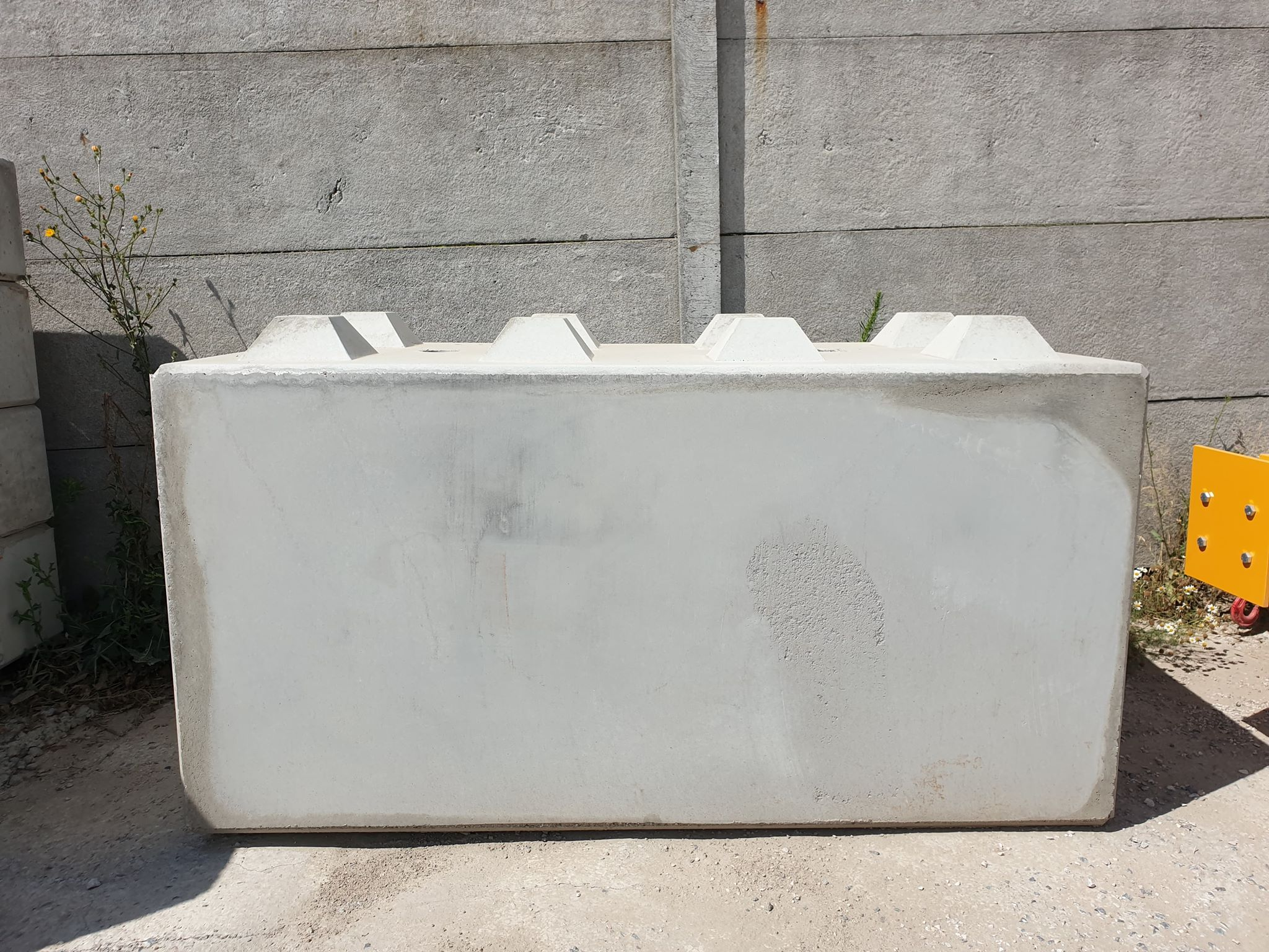 Klocki betonowe w rozmiarze 80x80x160