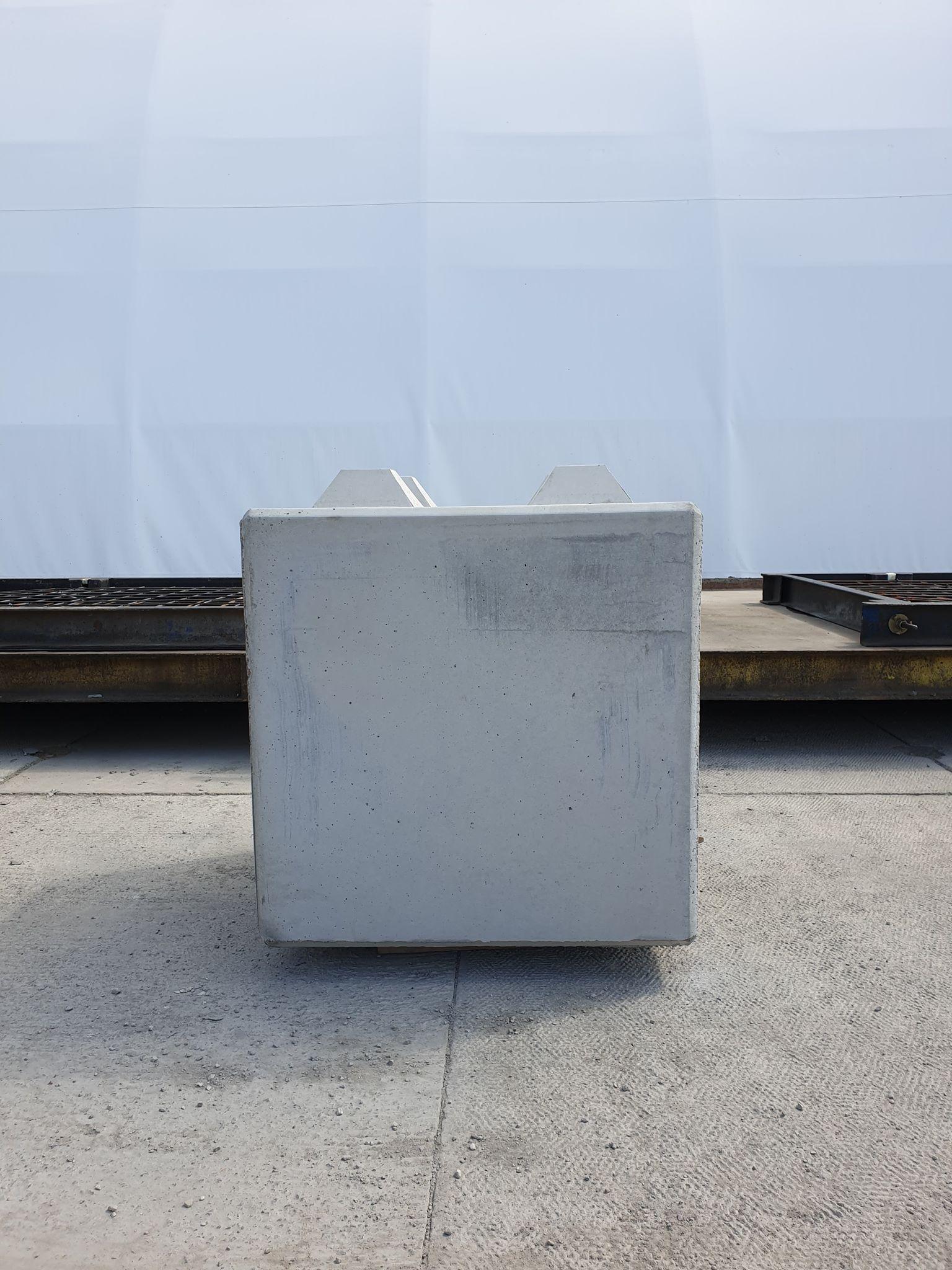 Betonblok o wymiarach 80x80x80